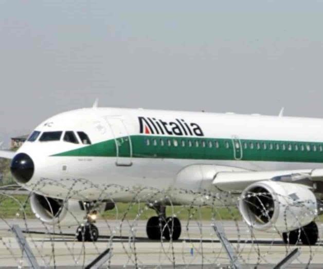 Italia aprueba crédito para mantener a flote a Alitalia