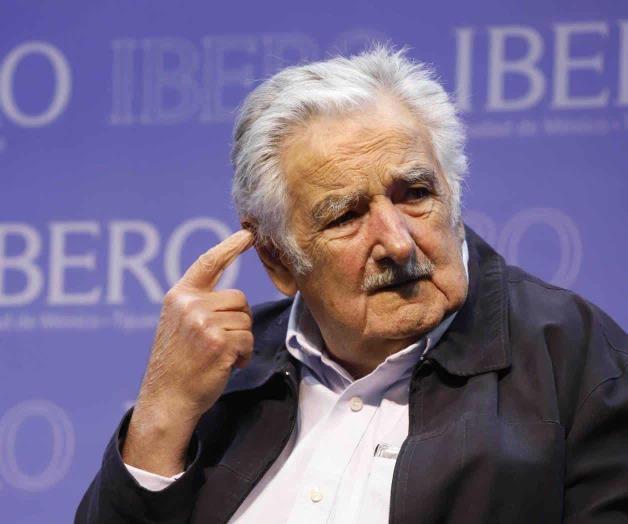 Conceden doctorado a expresidente Mujica