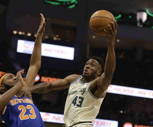 Bucks arrollan a Knicks