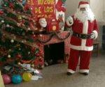 Recibe San Claus a decenas de niños