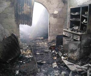Consume el fuego casa-bodega abandonada en Miguel Alemán
