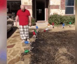 Incendió el césped con su regalo de Navidad