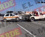 """Llevan operativo contra taxis """"piratas"""" en la carretera a San Fernando."""