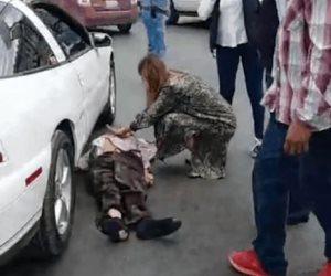 Muere hombre atropellado; alcaldesa interviene tratando de ayudar a víctima