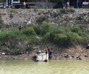 Descubren auto volcado en el Anzaldúas al bajar nivel del agua