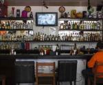 Demandan dueños de bares al gobernador