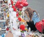 Banderas a media asta, en honor a víctimas de masacre