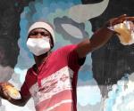 Comparten alimentos con migrantes en los cruceros