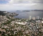 Acapulco espera a turistas con menos virus y violencia