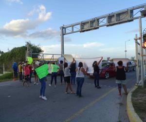 Bloquean puente Río Bravo-Donna