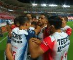 Chivas vence a Necaxa con gol de último minuto
