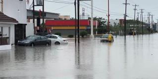 Autos varados por inundaciones en distintos puntos de Reynosa