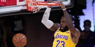Lakers toman ventaja en la serie de las Finales de la Conferencia Oeste; derrotan 126-114 a Nuggets