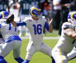Rams vencen a Eagles con tres touchdowns de Higbee