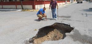Cae recolector en un socavón en Miguel Alemán
