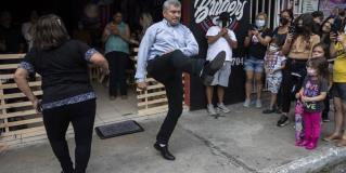 Bailan para combatir la pena y se hacen famosos en Guatemala
