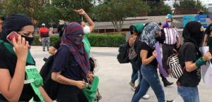 Colectivos feministas se manifiestan en las inmediaciones de la Plaza Principal de Reynosa