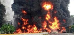 Explota una pipa en Tabasco; 4 muertos